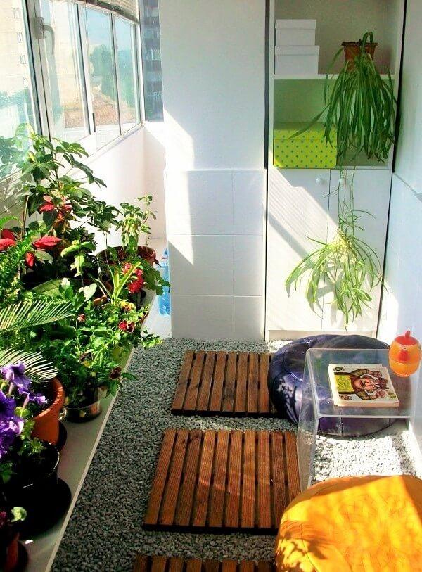 small-apartment-window-garden