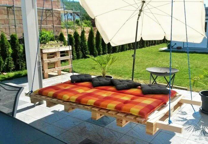 Wood-Pallet-Garden-Bed