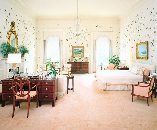 Old-World-Style-master-room (2)