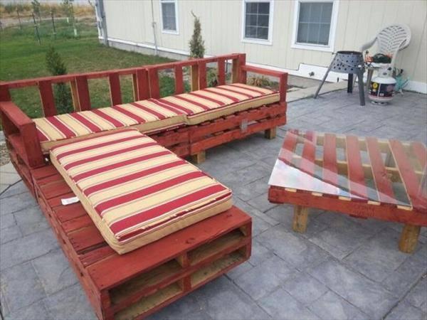 Pallets-Designs-Sofa- Red