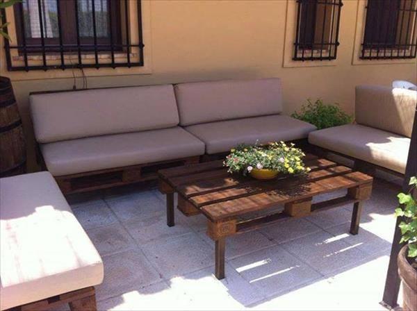 Pallets-Designs-Sofa