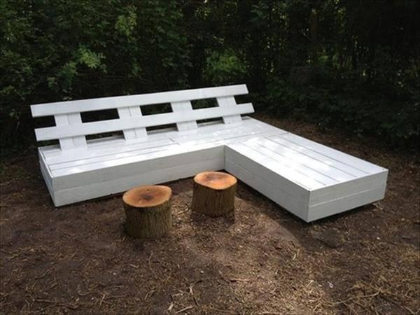 Pallets-Designs sofa in-garden