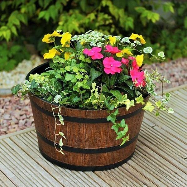 Whiskey-Barrel-Planter-Decors-ideas