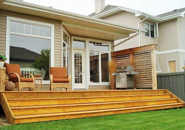 Wooden-privacy-wall-to-one-end-of-your-deck (2)