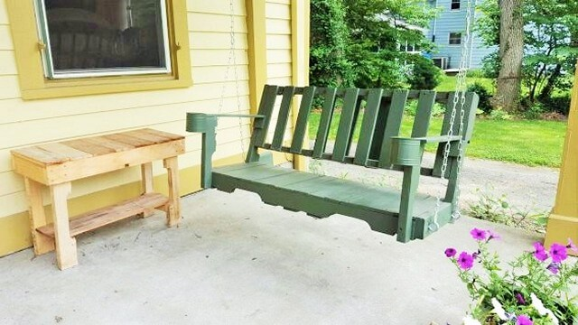 Creative-Practical-Handmade-Pallet-Wood-Furniture-For-The-Outdoors-1 (2)
