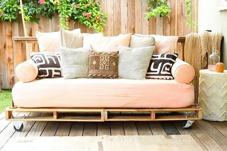 Pallet-furniture-Projects-11