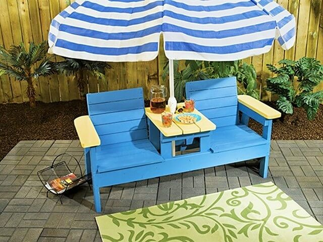 DIY-Pallets-Side-by-Side-Patio-Chairs