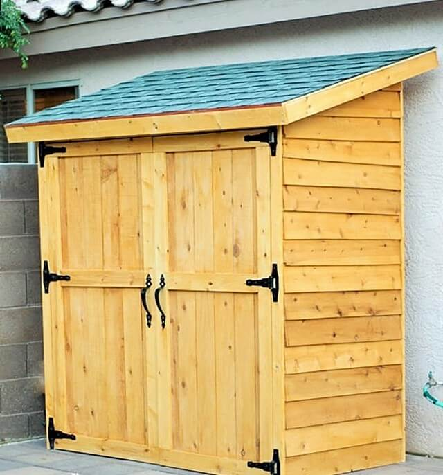 DIY-Pallets-Small-Cedar-Fence-Picket-Storage-Shed-