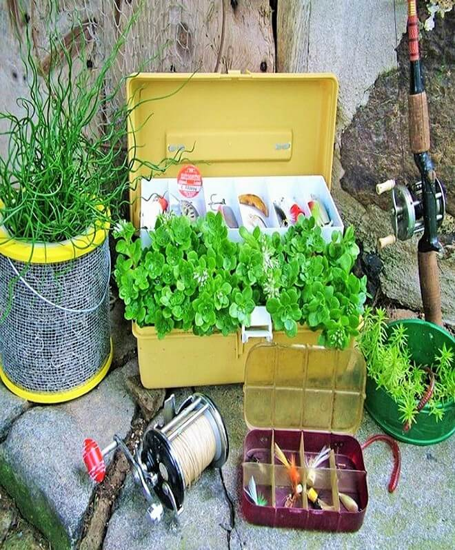 DIY_unique-Recyclable-container-garden-Ideas-11