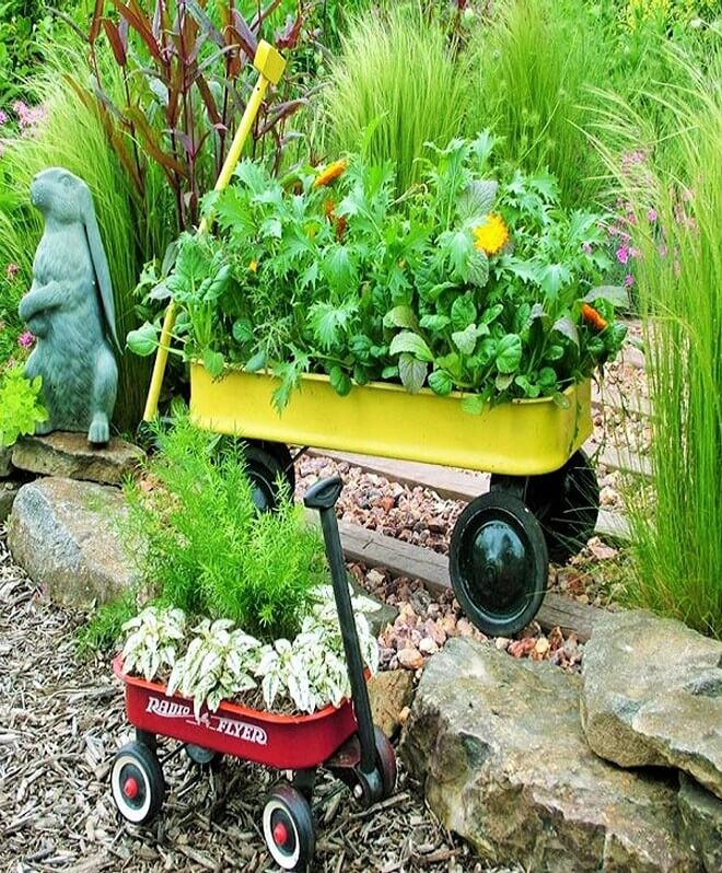 DIY_unique-Recyclable-container-garden-Ideas-19