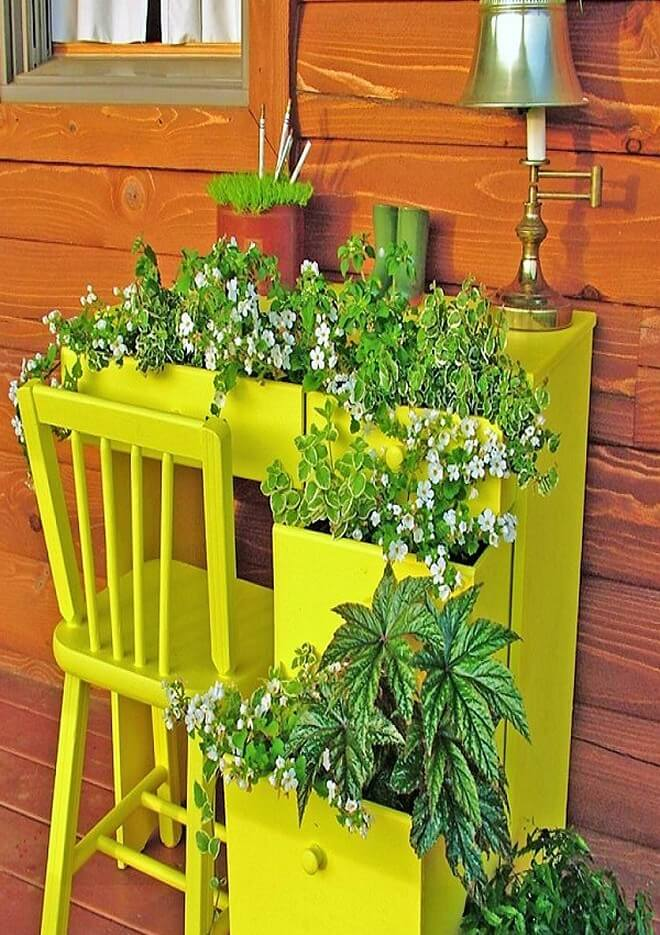 DIY_unique-Recyclable-container-garden-Ideas-9