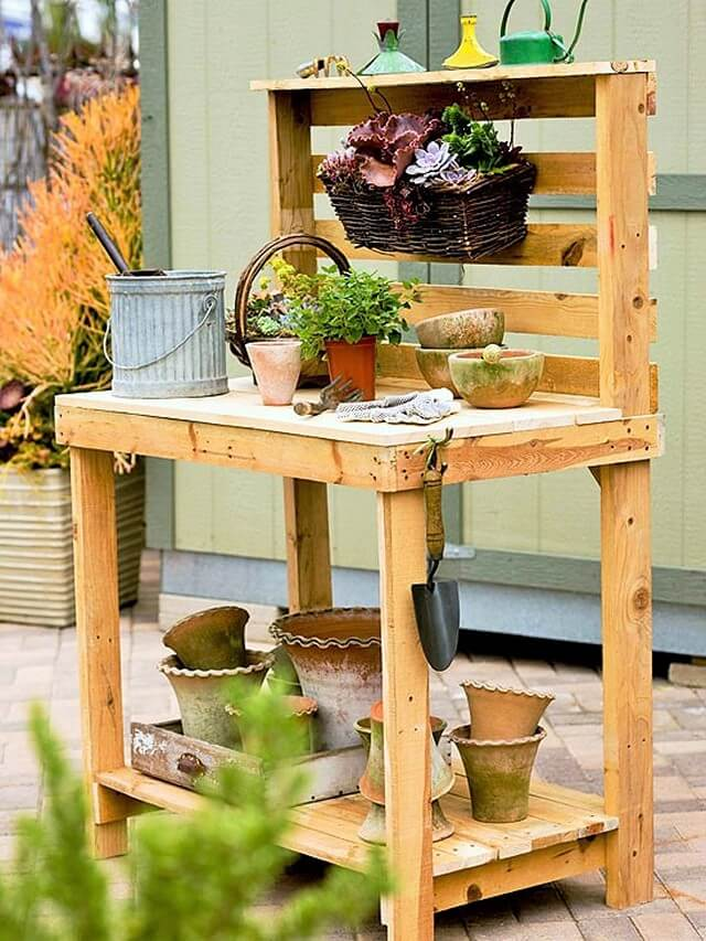 Make-A-Potting-Bench-Out-Of-Pallets (2)