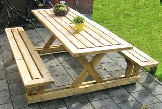 Pallets-DIY-Picnic-Table-2