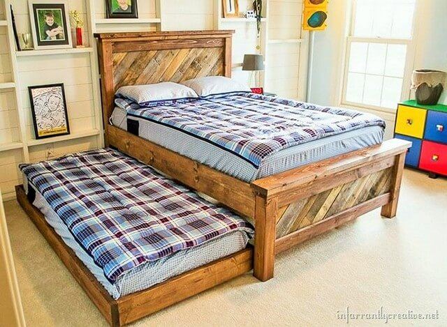 Wooden-Pallet-Double-Bed (2)