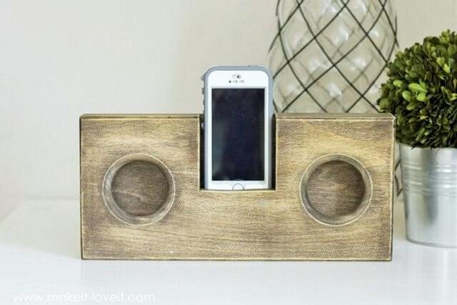 Wooden pallets-Phone-AmplifierSpeaker-no-cord (2)