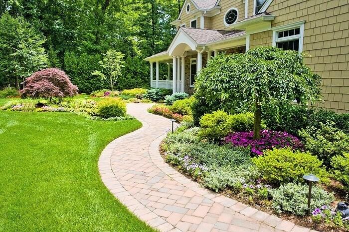 Beautiful-Front-Yard-Landscape-Garden-Ideas-12