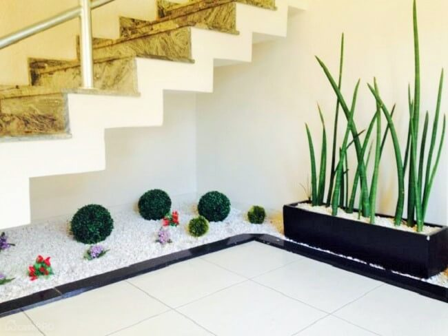 Small Garden Ideas Under The Stairs 1