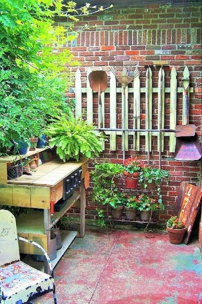 DIY-wood-pallet-potting-bench-Ideas
