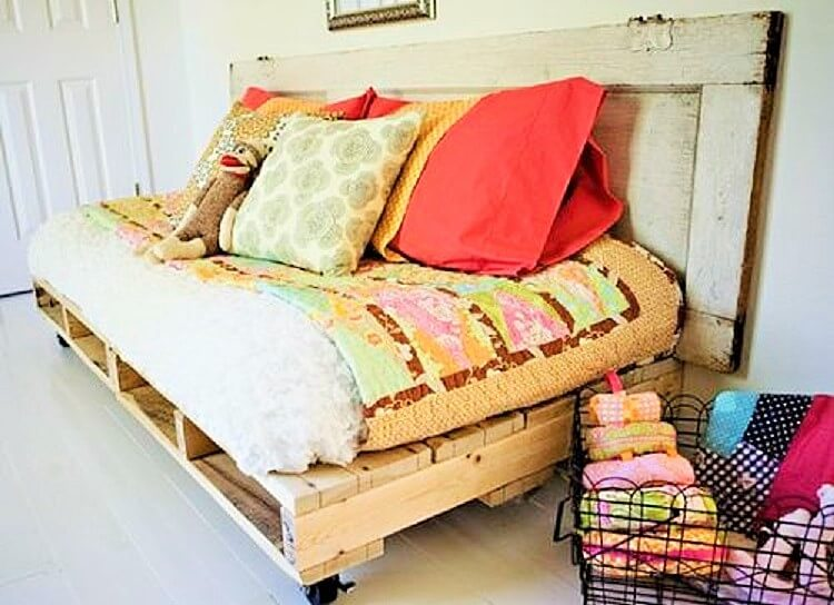 DIY-recycled-pallet-bench-project-7 (2)