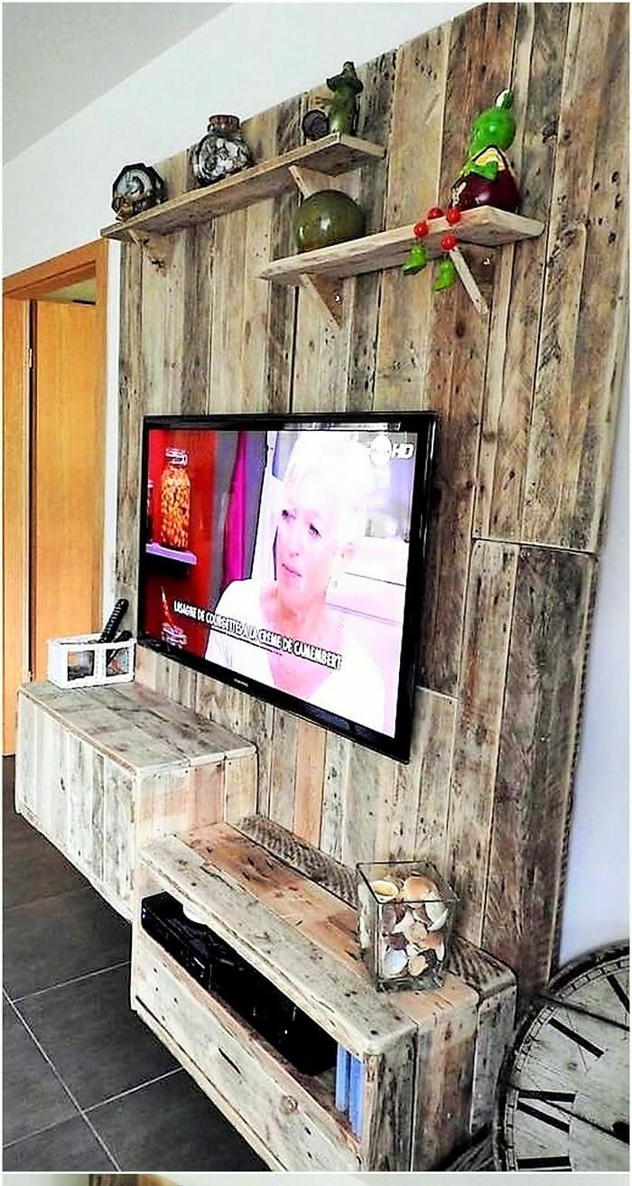 pallet-tv-stand-and-wall-art (3)
