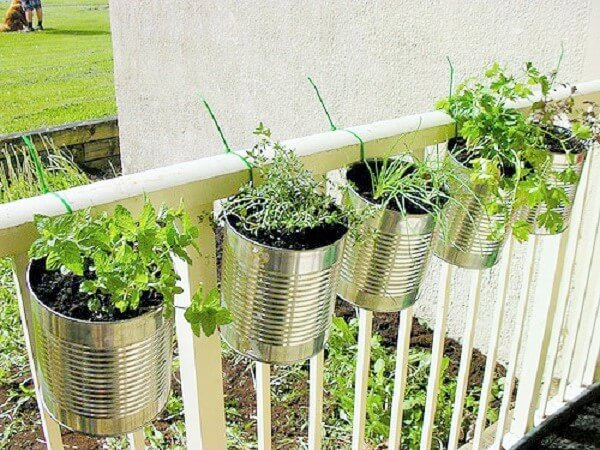 DIY-Old-can-planters-Ideas