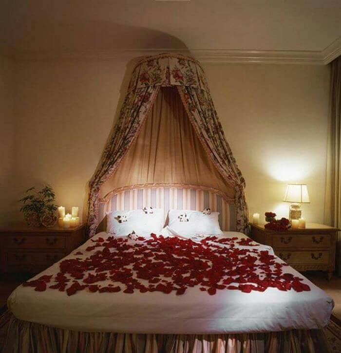 Home Decor small and decorated bedroom idea