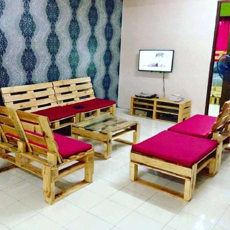 How You Can Make Your Room Look Like This Is, By Making Furniture For The  Room From The Wooden Pallet And Then Placing Cushions On It Of Any Color  That You ...