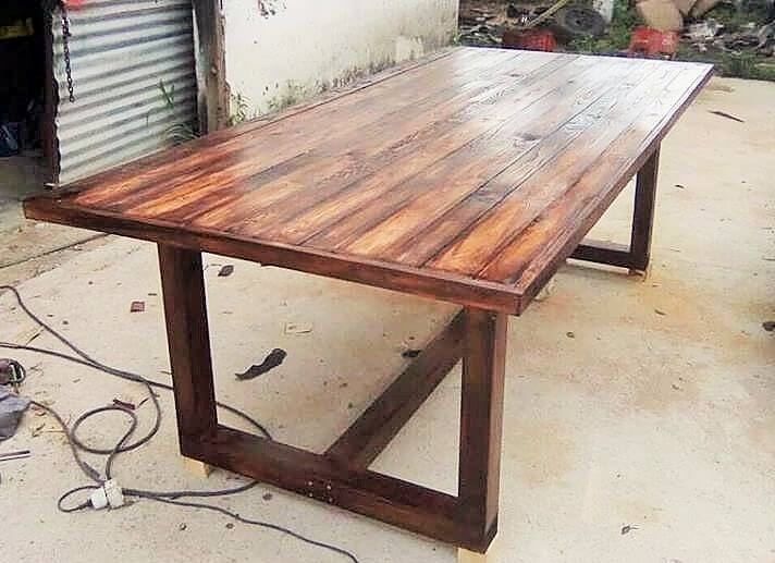‎Wooden dining table
