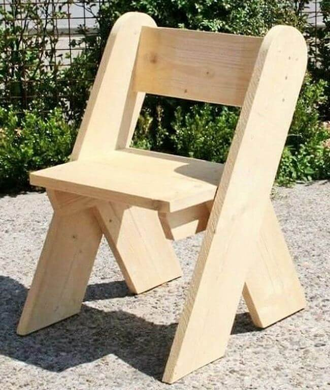 diy wooden pallet chair project 27