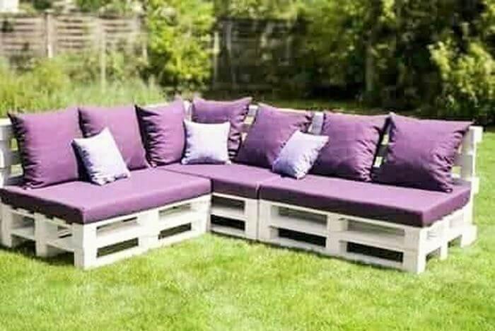 outdoor wooden pallet-sofa