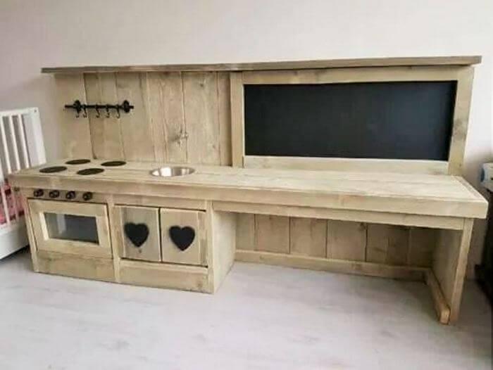 wooden pallet bear table