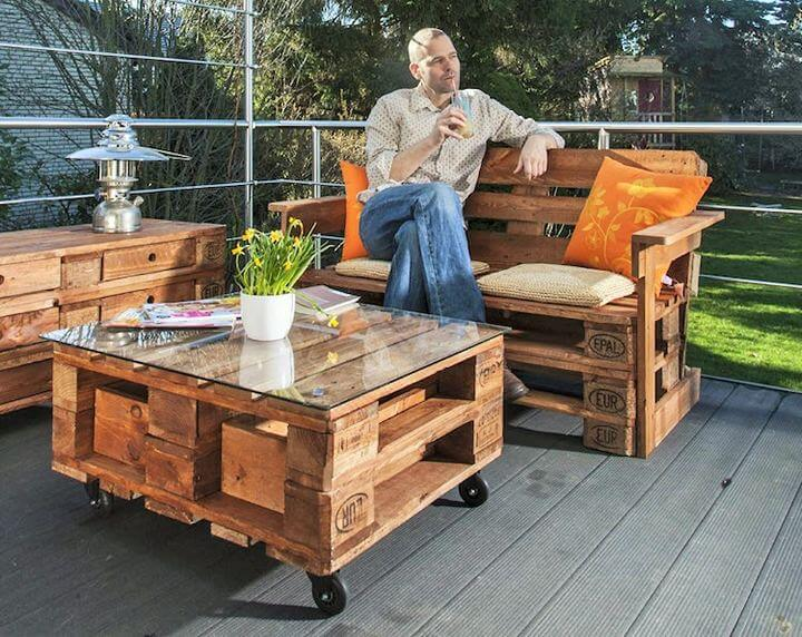 DIY-Pallet-garden-furniture-Project-04