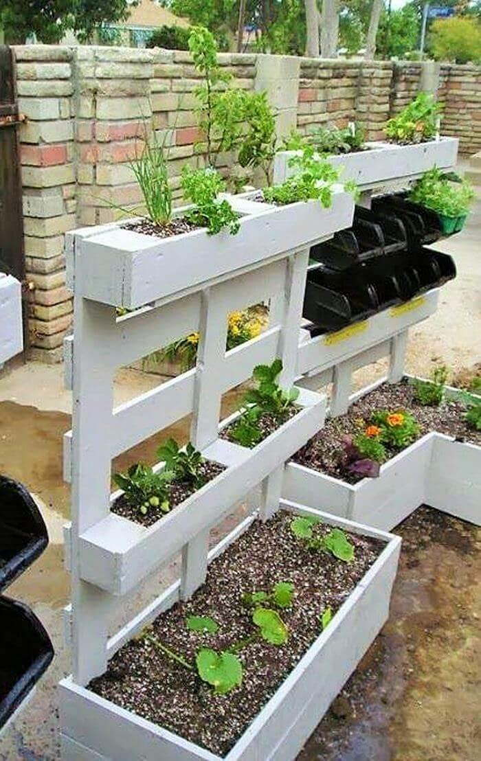 Homemade-DIY-wooden-Pallet-Small-Planter-ideas-03