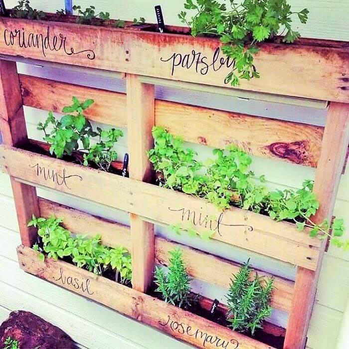 Homemade-DIY-wooden-Pallet-Small-Planter-ideas-09